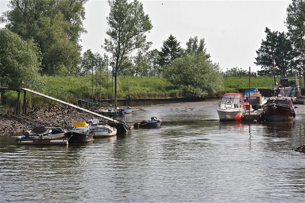 Laskuvesi venesatamassa
