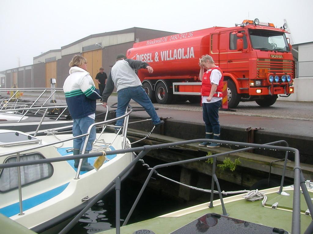 Villaoljaa tankattiin Brändewall Oililta Kalmarissa