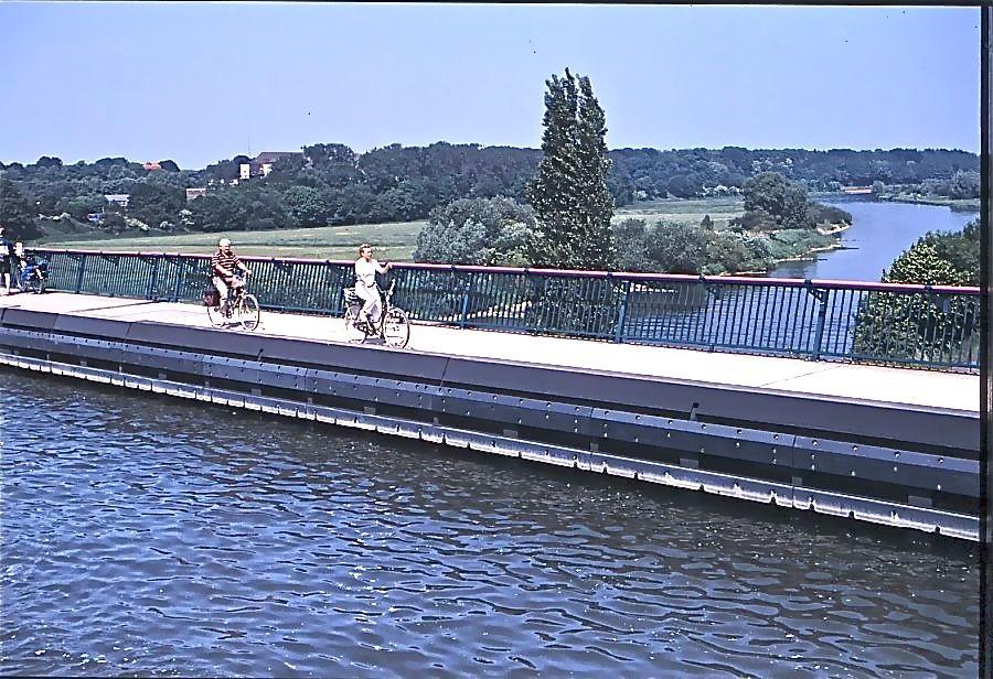 Kanavasilta ylittää Weser-joen, Minden