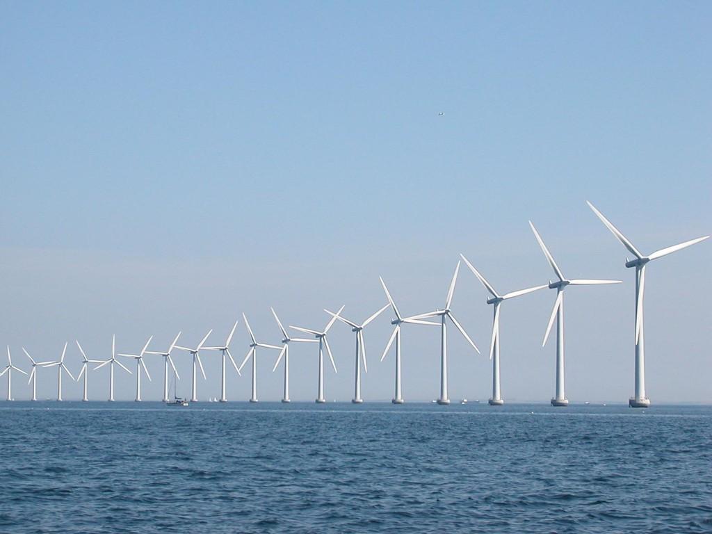 Tuulimyllyjä Kööpenhaminan edustalla