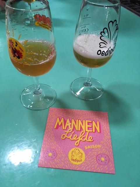 MANNENLIEFDE Dry-Hopped  Door de extra toegevoegde hop heeft bier een perzikaroma ontwikkeld. Deze perzik smaak maakt dit bier voor mij een stuk aangenamer.