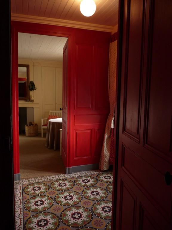 Entrée de la maison d'hôtes avec accès à la suite de plain-pied