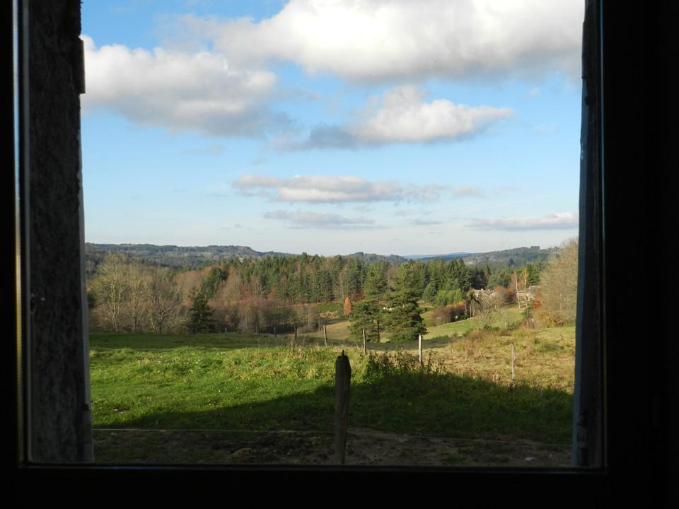 vue de puis la fenêtre de la salle de bain