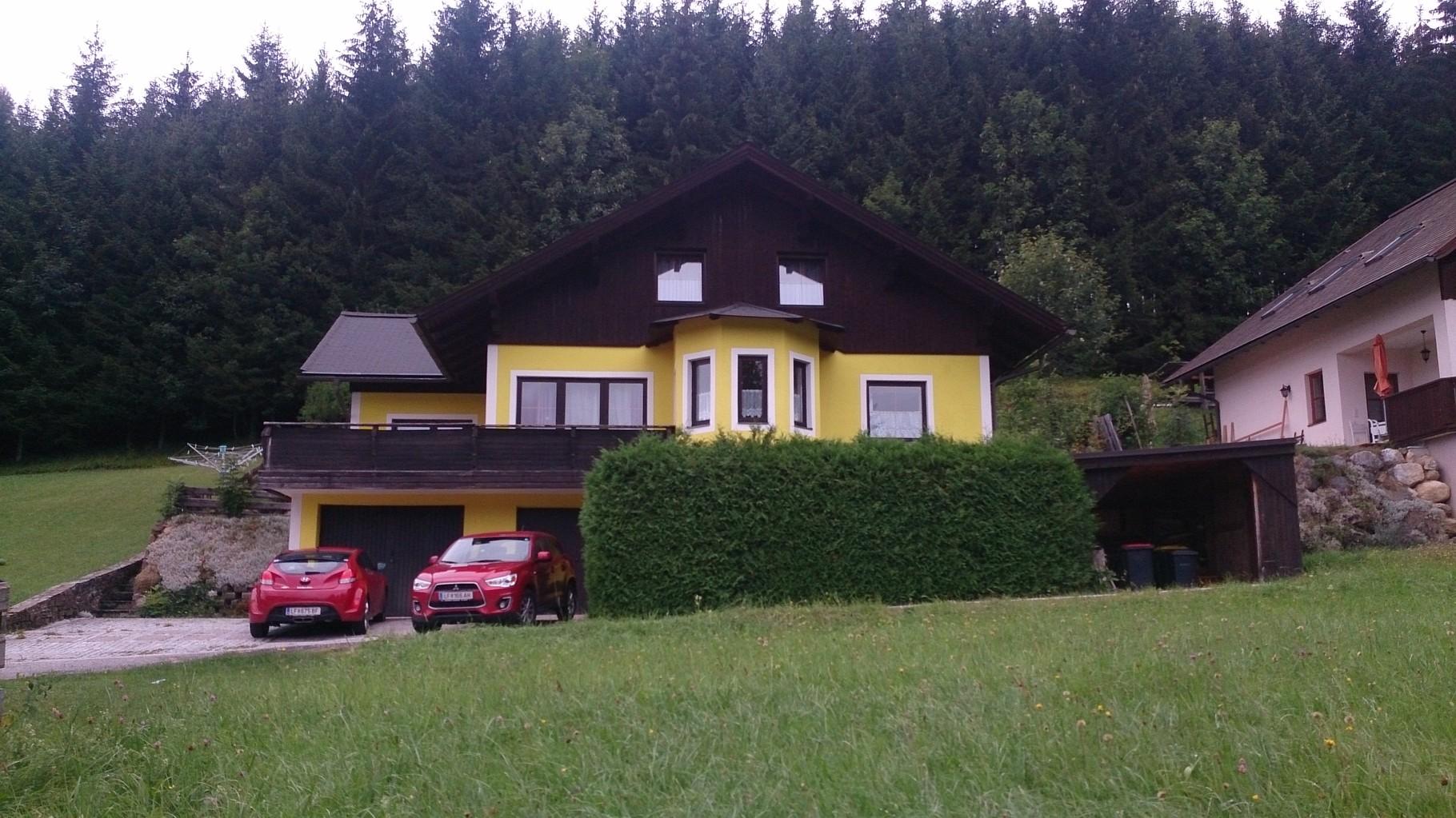 Vorderansicht (Ferienwohnung ist im Dachgeschoss)
