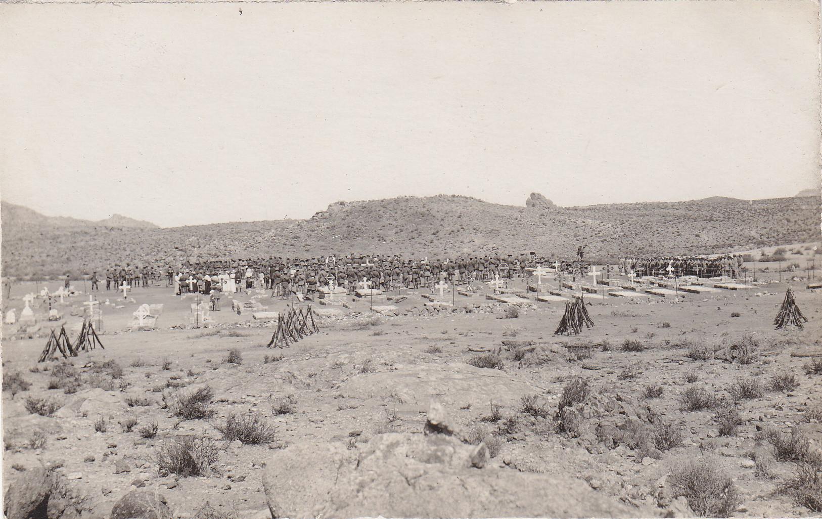 Der Gefangenenfriedhof von Aus - Beerdigung 1918