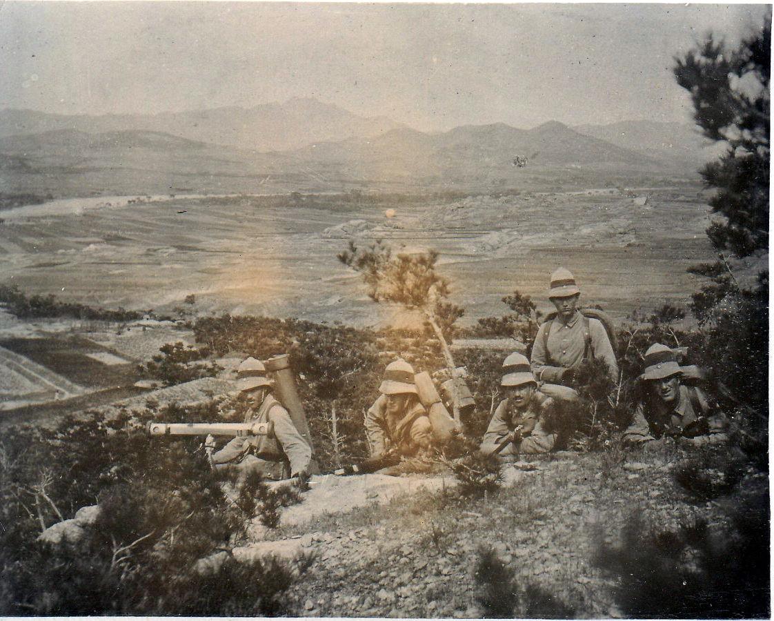 Soldaten in Beobachtungsstellung