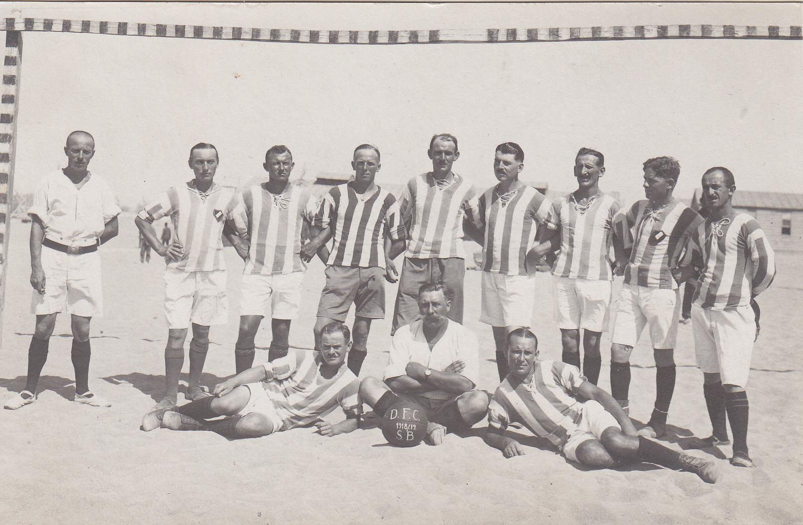 """""""Alte Herren Liga blau"""" des D.F.C. zur Erinnerung an Walther Buschmann"""