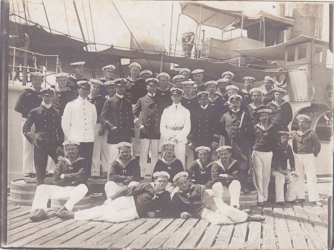 Offzier- und Unteroffizierkorps an der Pier in Kapstadt 1912 - Kommandant Graf von Oeynhausen