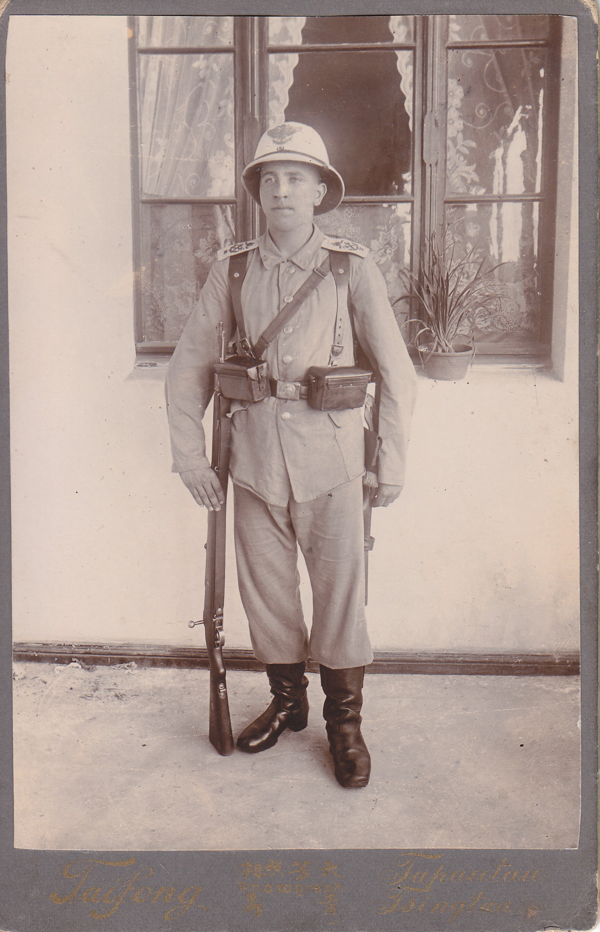 Soldat in Uniform