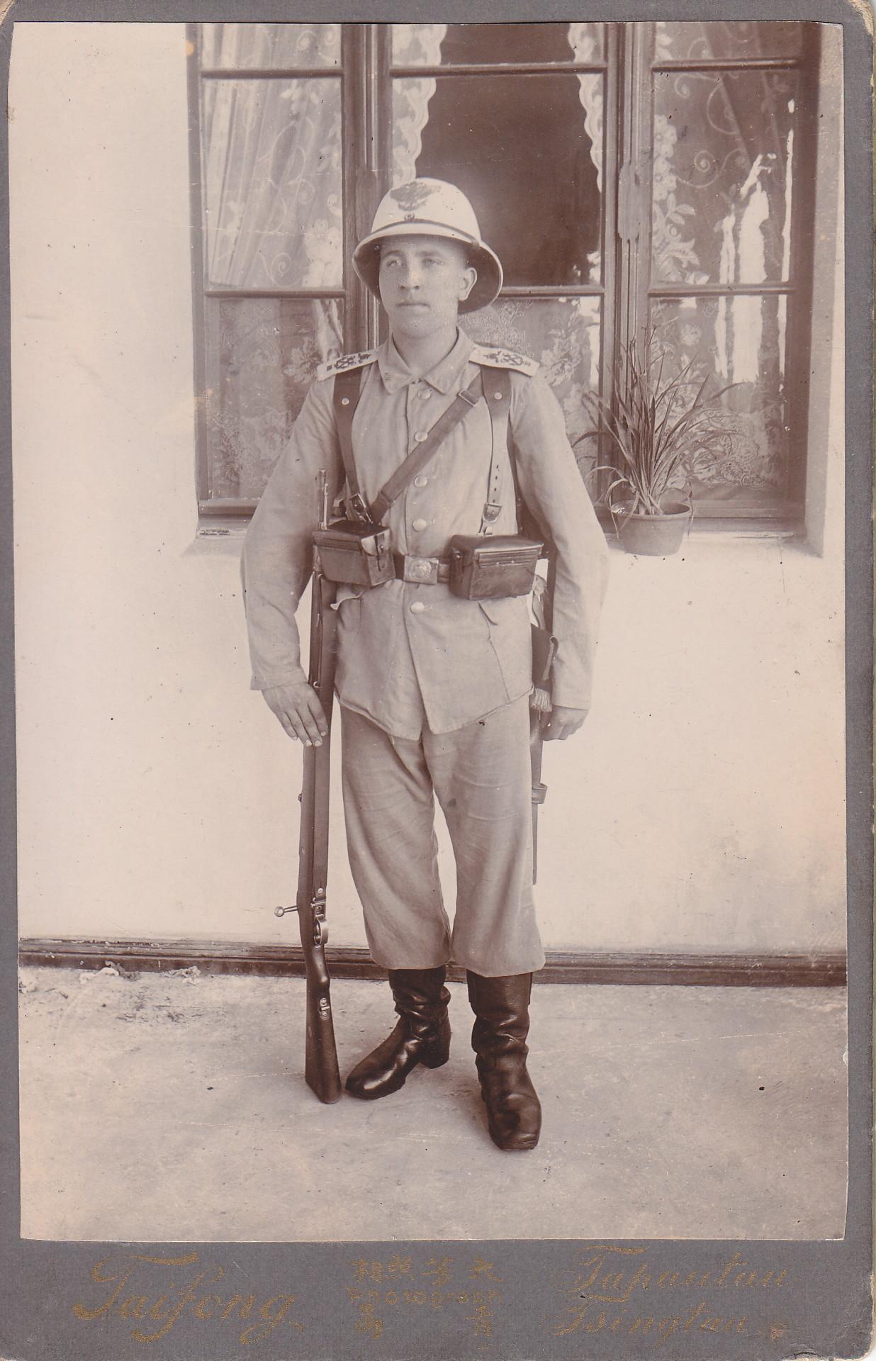Soldat in Uniform