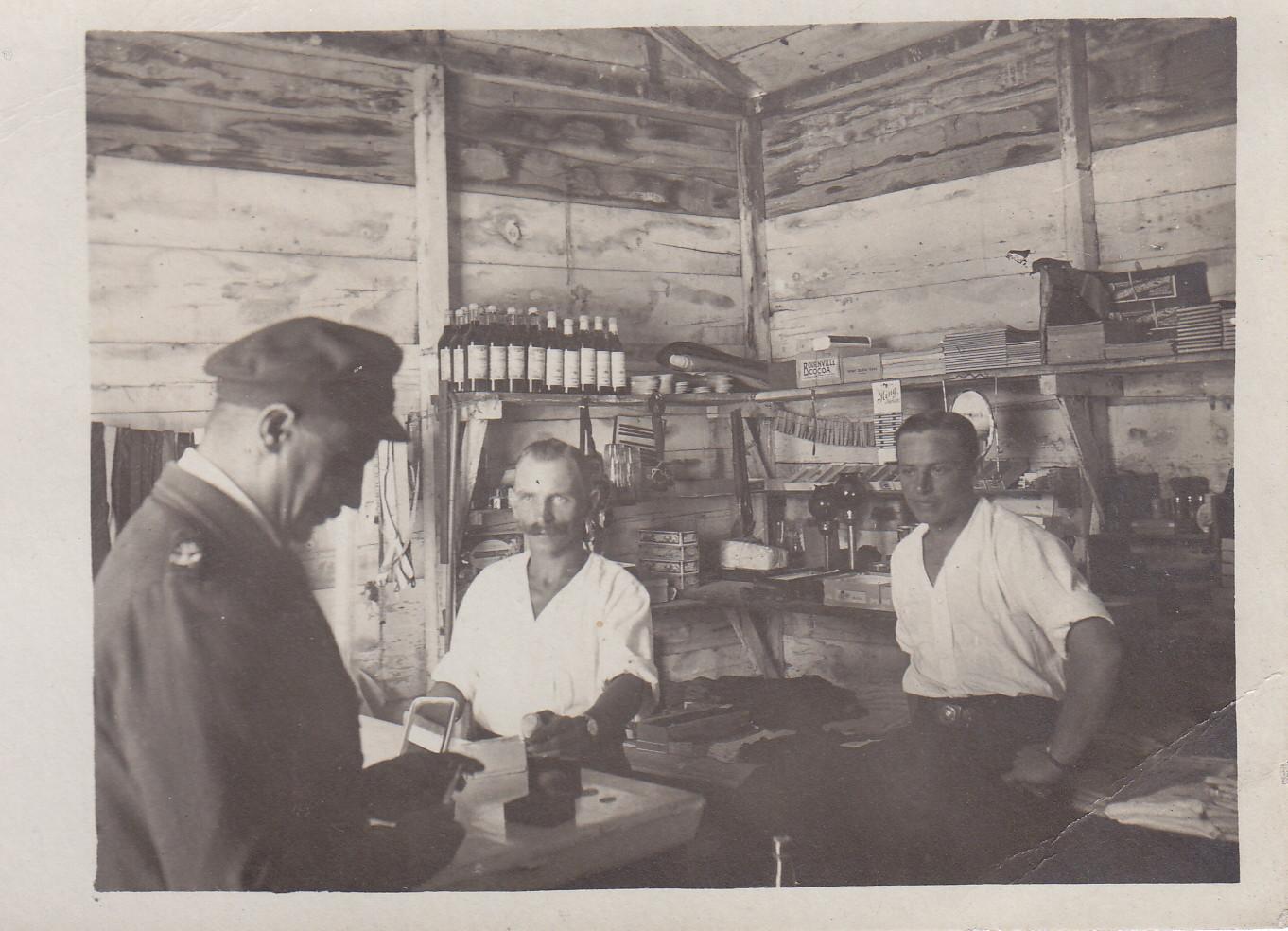 Der Lagerladen zum Andenken an H. Pfennigstorf und E. Kunze