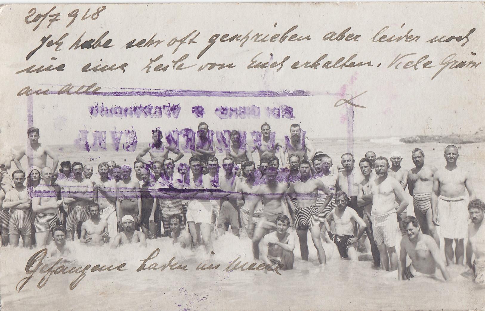 Gefangene bei Baden im Meer