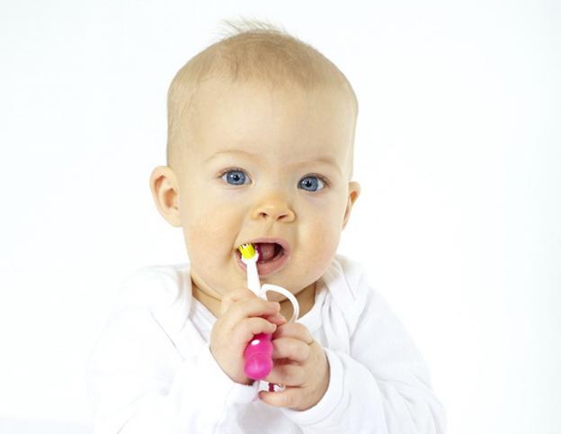 Ihr Baby beim Zahnarzt - der erste Termin sollte nach 6 Monaten stattfinden