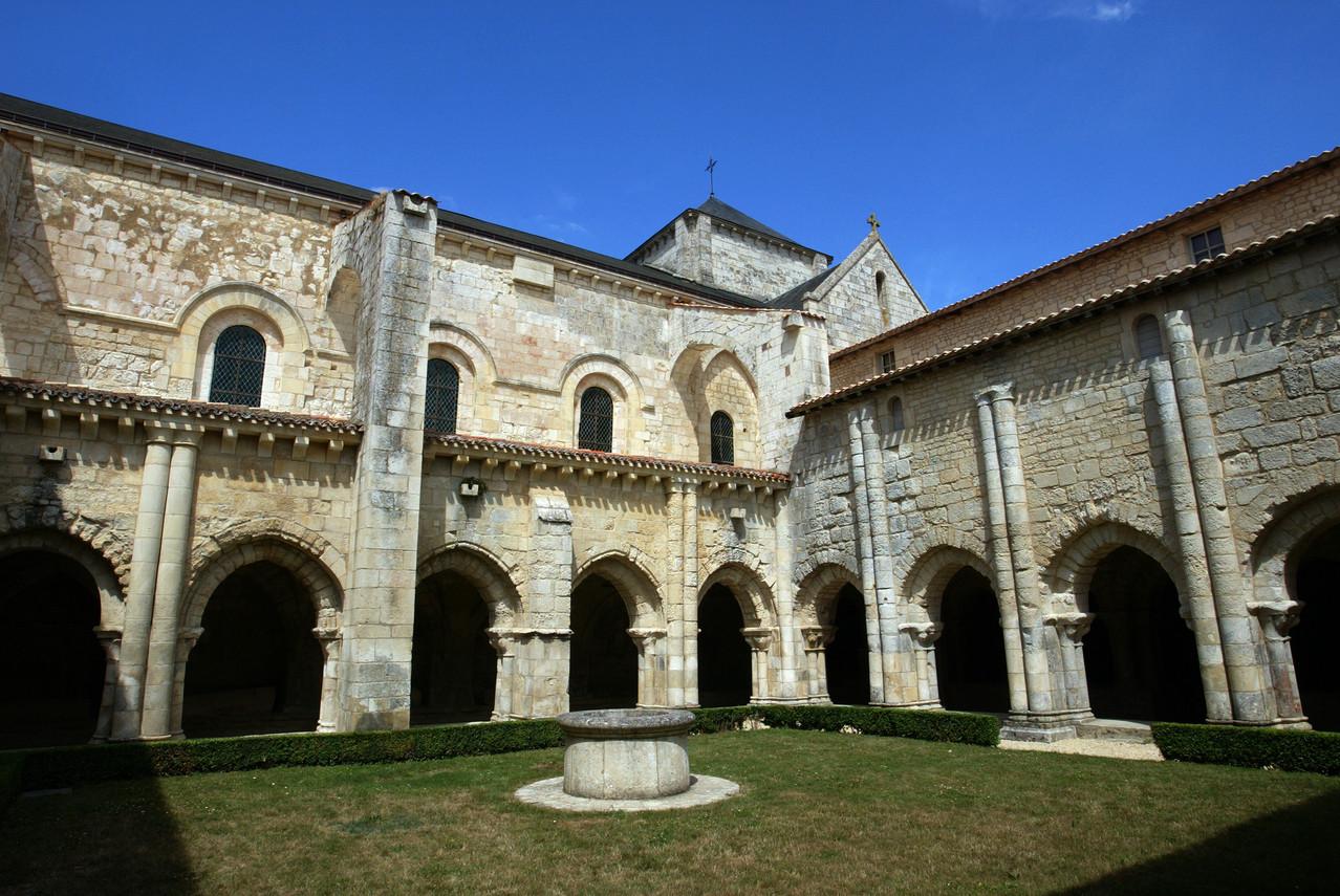 Abbaye de Nieul sur l'Autise- crédit Fugère