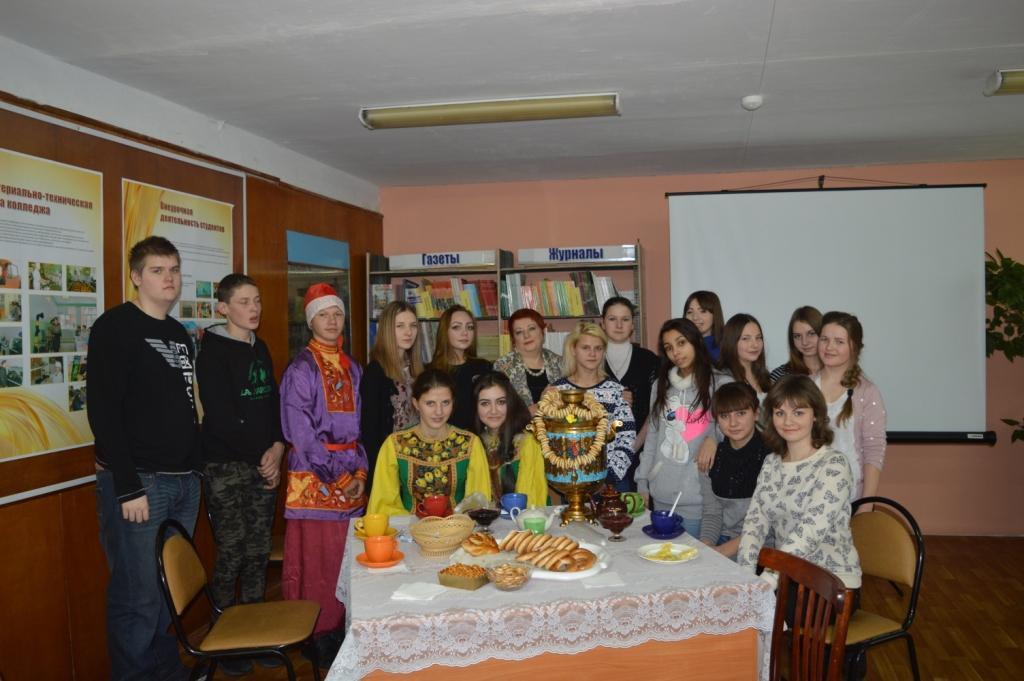 Участники мероприятия, посвященного истории чая