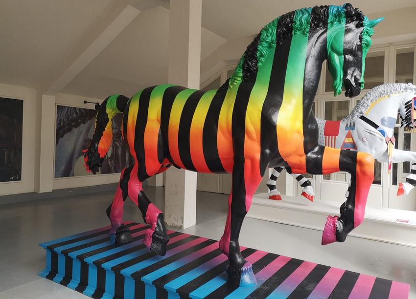 LEONARDO HORSE PROJECT - Il Progetto promosso da SNAITECH , Società propretaria dell'Ippodromo SAN SIRO , per il 500enario del Genio. 13 Cavalli di Designe, riproduzioni del cavallo in bronzo sito all'ingresso dell'Ippodromo per 13 Pizze Milanesi.
