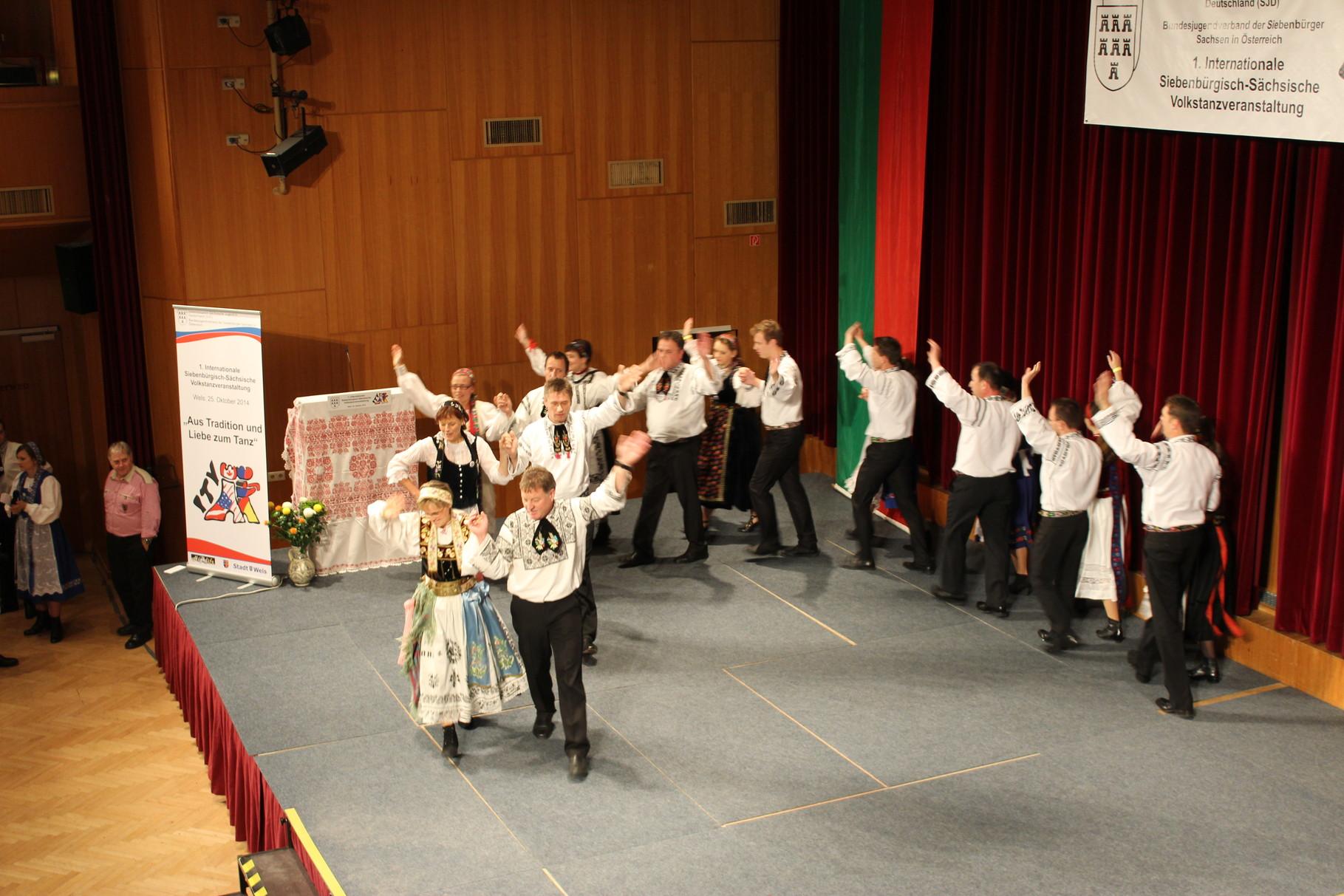 Internationale Siebenbürgisch-Sächsische Volkstanzveranstaltung in Wels / Österreich