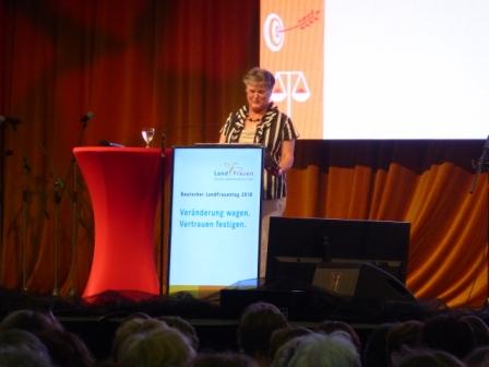 Eröffnung und Begrüßung durch Brigitte Scherb