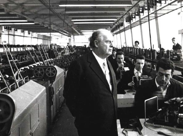 Olivetti all'interno di un suo stabilimenti