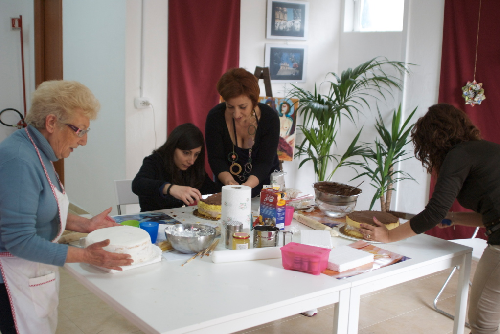 Corso Base di Decorazione Torte e Uova di Pasqua in Pasta di Zucchero da Artea