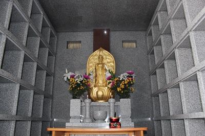 龍音寺の観音堂内部の写真です。