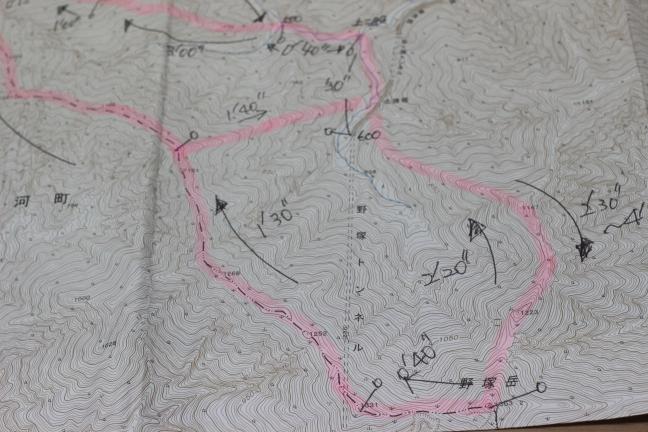 野塚岳の2万5千分の1地形図
