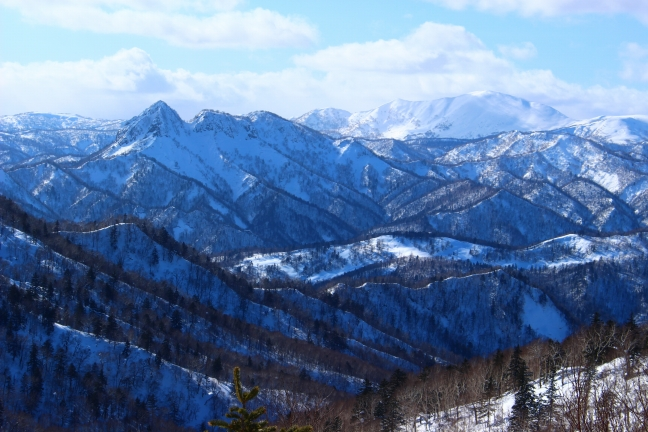 定山渓天狗山と奥には余市岳