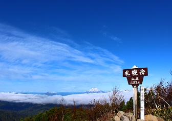 札幌岳の登山(冷水コース)|雲海に浮かぶ羊蹄山、恵庭岳、アンヌプリ(5月下旬)
