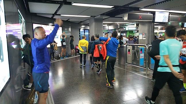 香港マラソン2019尖沙咀駅構内の様子