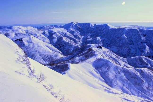 奥徳富岳から見た南暑寒岳