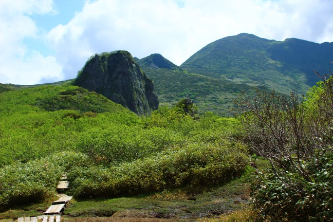夕張岳とガマ岩