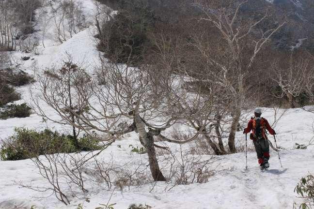 イドンナップ岳登山道残雪