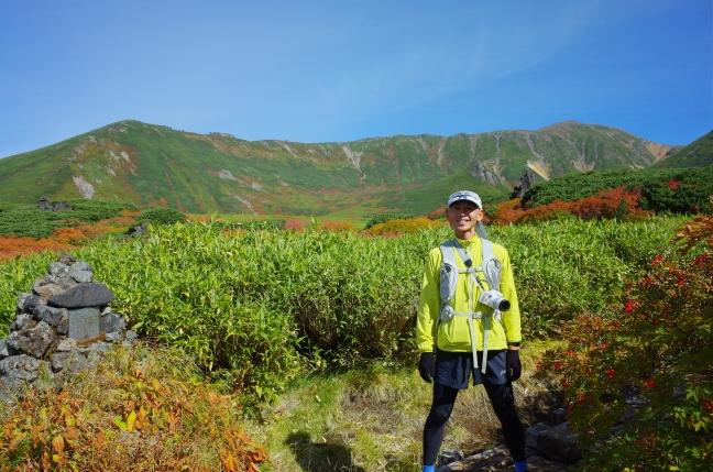 裾合平紅葉ハイキング 旭岳を眺めながら中岳温泉へ(9月中旬)