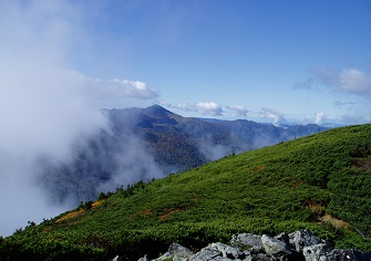 芽室岳登山(北尾根コース) 紅葉始まる北日高の名峰へ(10月上旬)