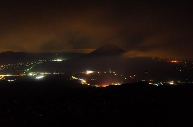アンヌプリから見た深夜の羊蹄山