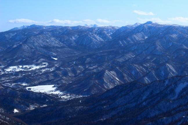 札幌岳から漁岳への山並み