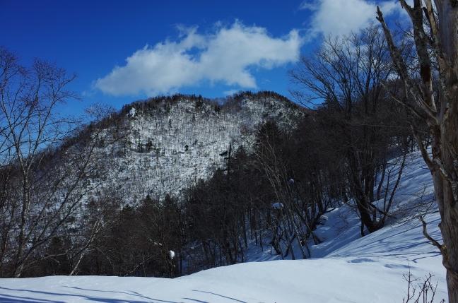割れ山には登らずにトラバースして東峯へ
