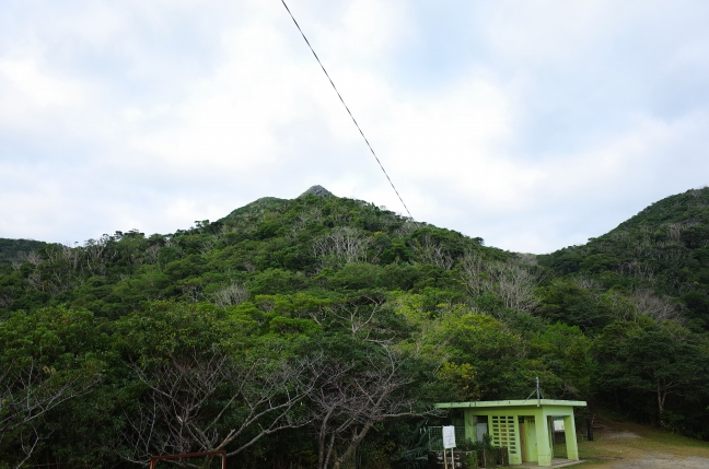 嘉津宇岳登山口から山頂