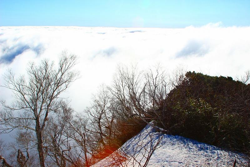 雲海の下の札幌の街並み
