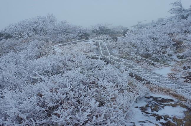 初雪の早池峰山