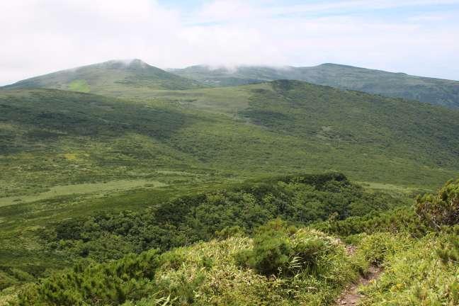 岩内岳山頂から見た縦走路
