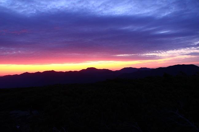 平山から見た武利岳