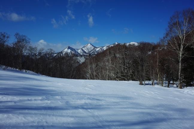 左から神威岳、烏帽子岳、百松沢山(南峰・北峰)