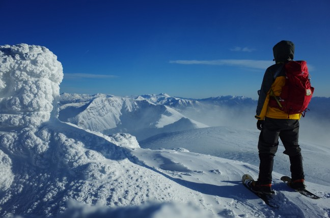 十勝岳の雪山ハイク|星空の望岳台からスノーシューで山頂へ(11月中旬)
