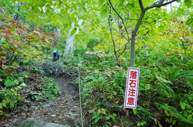 太田山神社本殿への登山道