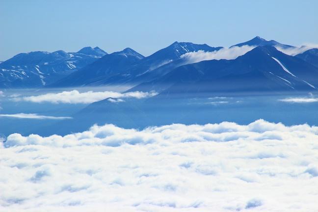 芦別岳からトムラウシ山と十勝連峰