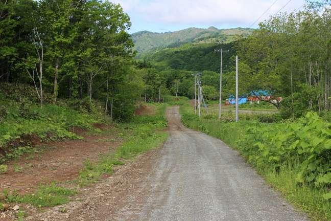黒松内岳登山口へと続く林道