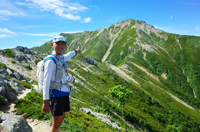 燕岳・大天井岳の夏山登山|中房温泉から合戦尾根とコマクサの稜線を日帰り(8月上旬)