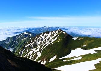 芦別岳(新道コース) 雲海、残雪、ツクモグサ(6月上旬)