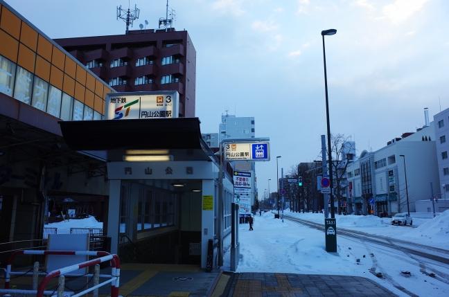 始発電車に乗って6時30分に円山公園駅をスタート